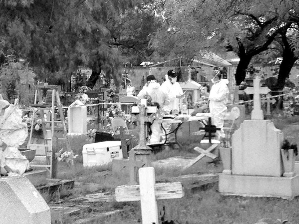Exhuman cuerpos y encuentran restos óseos de más en Torreón y Piedras Negras (Coahuila)