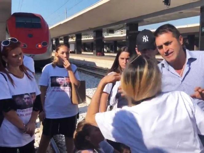 Por italianos desaparecidos en Jalisco, bloquean estación de trenes