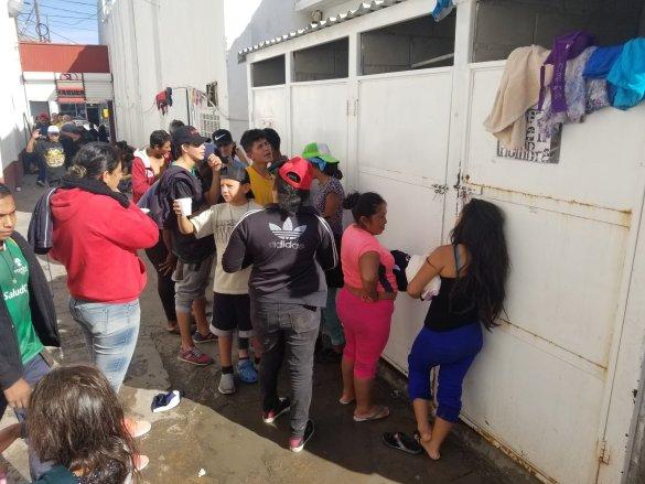 Crece la concentración de migrantes centroamericanos en Tijuana y Mexicali; llenan albergues y refugios en BC