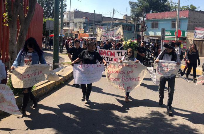 Estudiantes de la UACM marchan a la Alcaldía de Iztapalapa en protesta por el asesinato de compañero