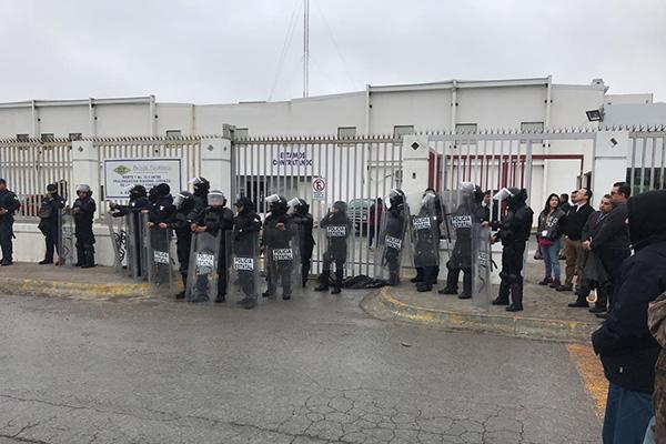 Policías desalojan a trabajadores de maquiladora en huelga en Matamoros (Tamaulipas)