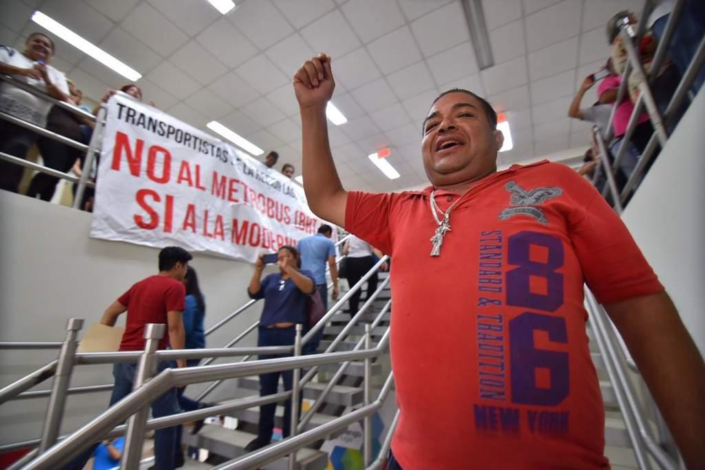 Se manifiestan contra Metrobús en Gómez Palacio (Durango)