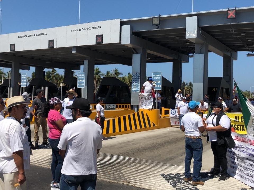 Colectivos realizan liberación de caseta de Cuyutlán  (Colima)
