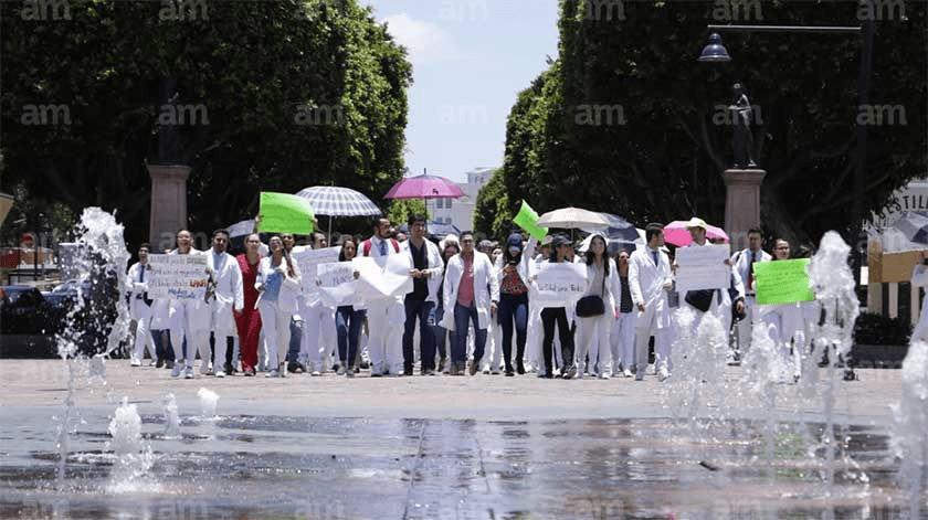 También pasantes de Medicina de Guanajuato se unen a paro nacional