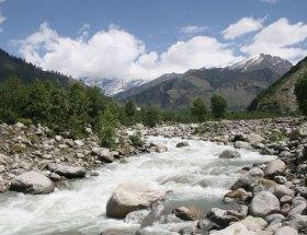 मनाली : पहाड़ों की तराई में बिखरा सौंदर्य