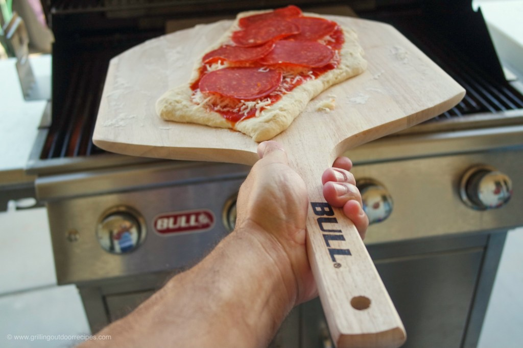 GRILLING THE PERFECT PIZZA
