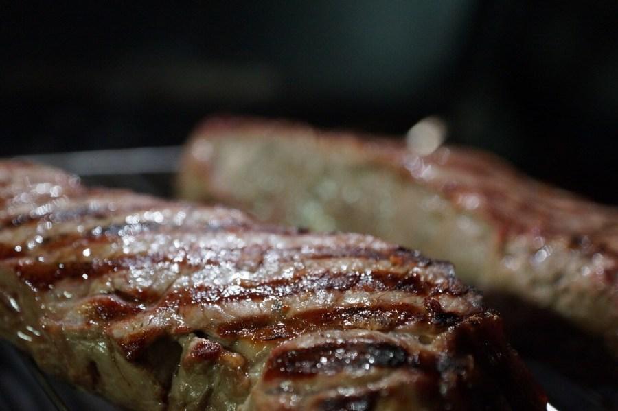 gasgrill-steaks