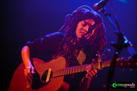 Valerie June live photos