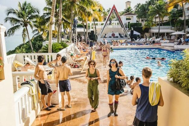 day-pool-bacardi-triangle
