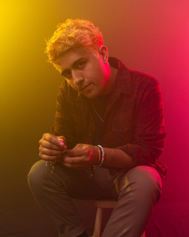"""Katzù Oso releases his tender new single and video """"Amor Extraño"""""""