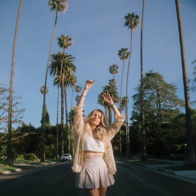 """Izza tries to escape from LA on new single """"LAX to JFK"""""""