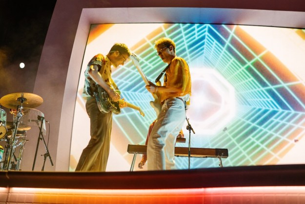 """Glass Animals light up Hollywood Forever with the neon-blazing wonders of """"Dreamland"""""""