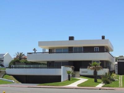 A House, Punta del Este