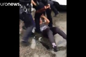 Philadelphia-police-officer-beats-teen-during-brawl