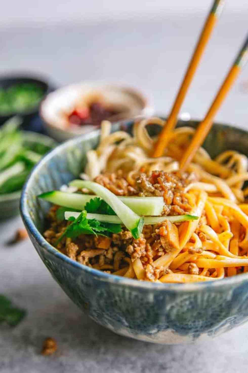 zha jiang mian chinese minced pork noodles