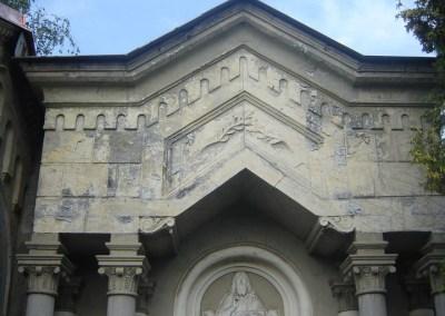 Grobnica Martinjak – restauracija – prije i poslije