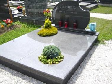 Nadgrobni spomenici (100)