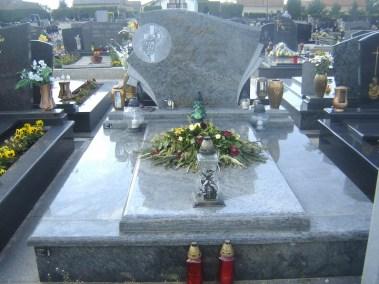 Nadgrobni spomenici (127)