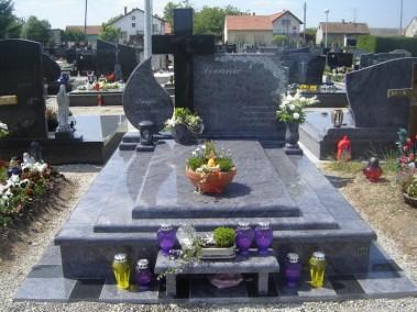Nadgrobni spomenici (137)