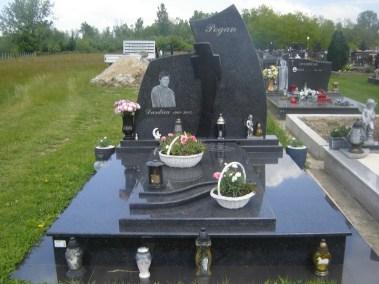 Nadgrobni spomenici (147)