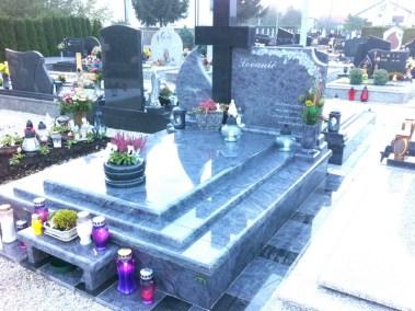Nadgrobni spomenici (21)