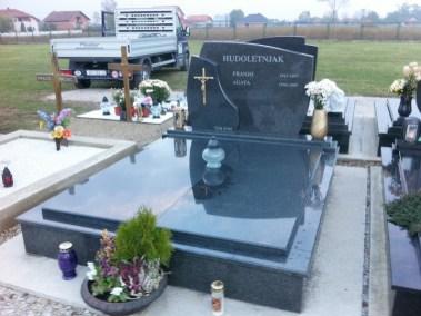 Nadgrobni spomenici (24)