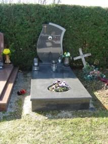 Nadgrobni spomenici (68)