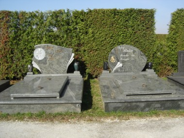 Nadgrobni spomenici (71)