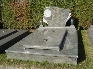 Nadgrobni spomenici (72)