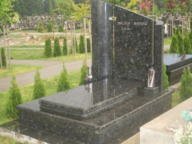 Nadgrobni spomenici (90)