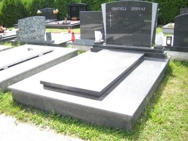 Nadgrobni spomenici (99)