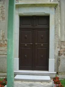 Sakralni objekti - kameni okviri prozora, portala i kuteva (6)