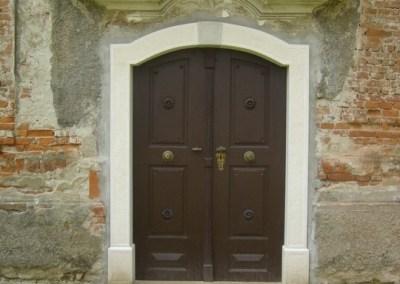 Sakralni objekti – kameni okviri prozora, portala i kuteva