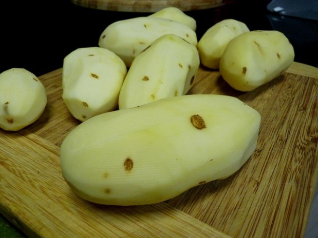 Cheesy Bechamel Smothered Scalloped Potatoes
