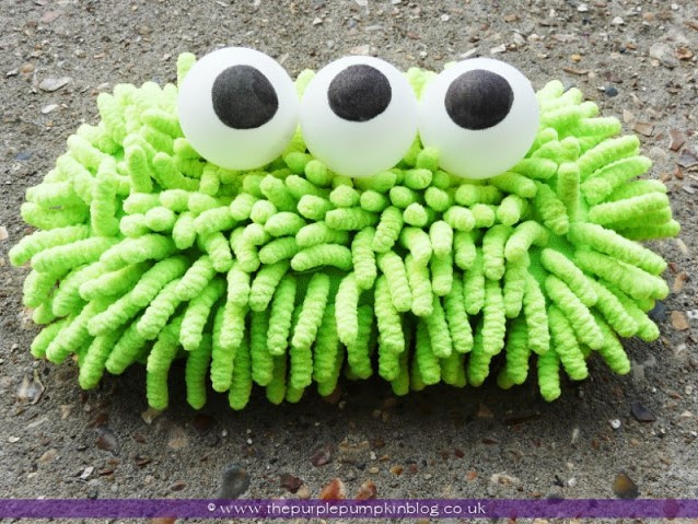 Are you looking for some fun and creative Halloween craft ideas?  well, look no further!  We have gathered up 10 Monstrously Fun Crafts For Halloween!    They are sure to delight any ghosts and goblins that come your way!