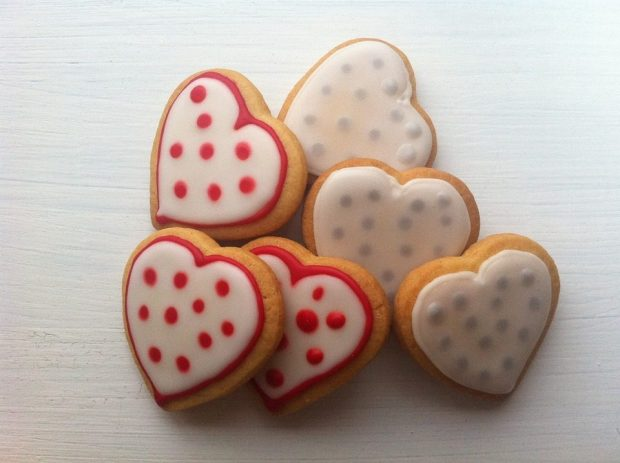 FREE Mr. Food eCookbook With 14 Valentine's Day Dessert Recipes!