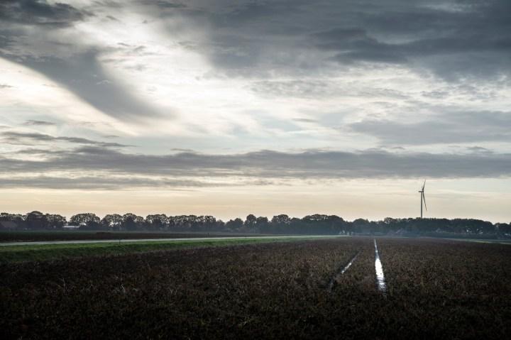 Drieluik over het windmolenpark in Drenthe