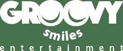 Groovy_Smiles_entertainment_bianco_full_logo_senza-sfondo