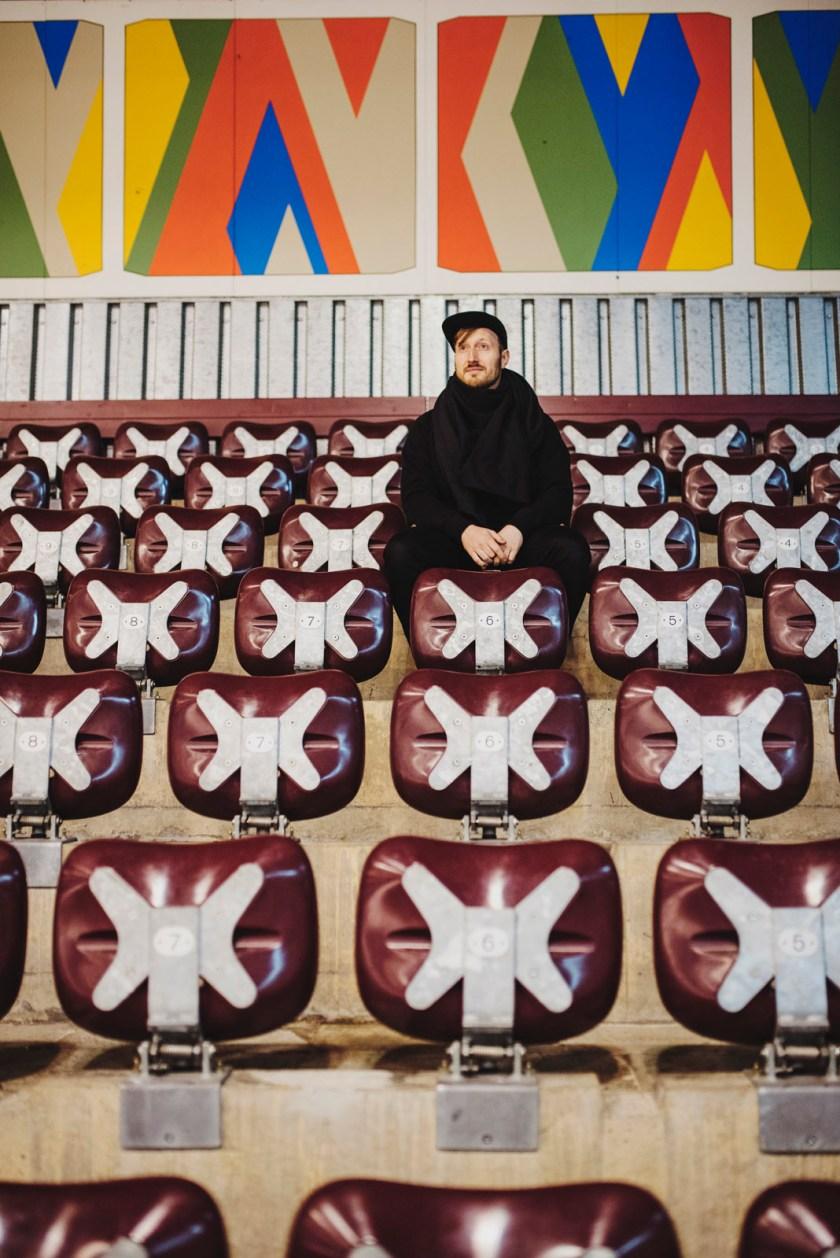 Z² – Zahn und Zieger | Erika-Heß-Eisstadion | Outfit | Rotholz & Vegetarian Shoes & SHIPSHEIP & Nudie Jeans | Fotostory | Foto: René Zieger | GROSS∆RTIG