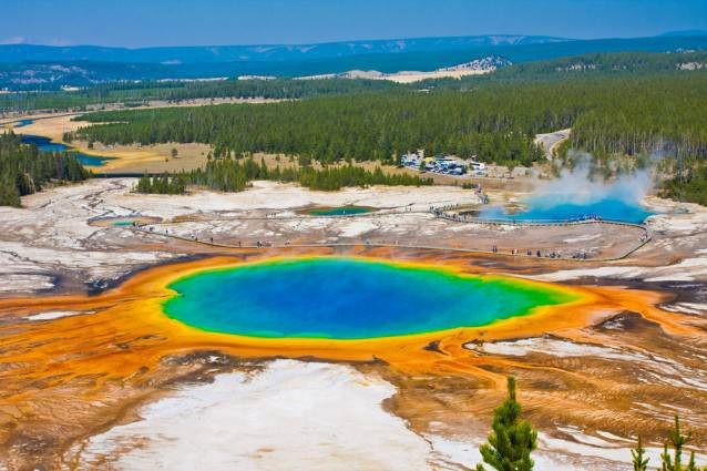 Top 10 Famous   Best Places To Visit In USA For A Vacation Yellowstone National Park Best Places To Visit In USA Yellowstone National