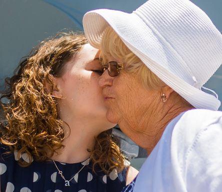 Souhaitez une bonne fête ce dimanche 3 mars à votre grand-mère avec ICARE.