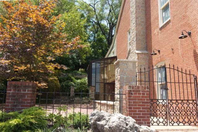 Washington, MO historic home greenhouse
