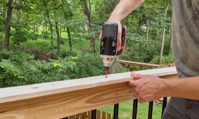 Attaching the top cap rail, handrail