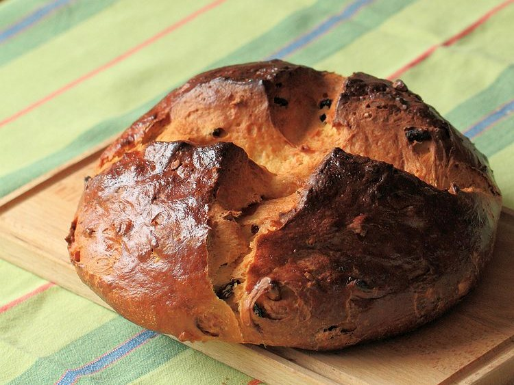 Mazanec, sweet Czech Easter bread