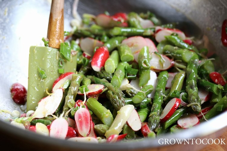 Asparagus and radishes salad