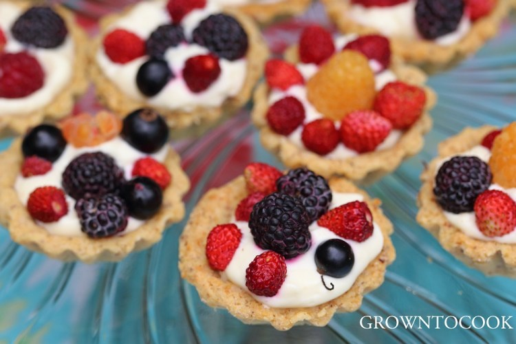 berry and mascarpone tarts
