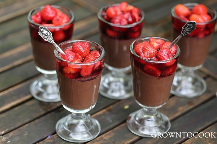 Dark chocolate pudding with strawberries in red wine syrup