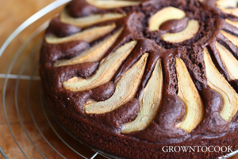 chocolate pear honey spelt cake