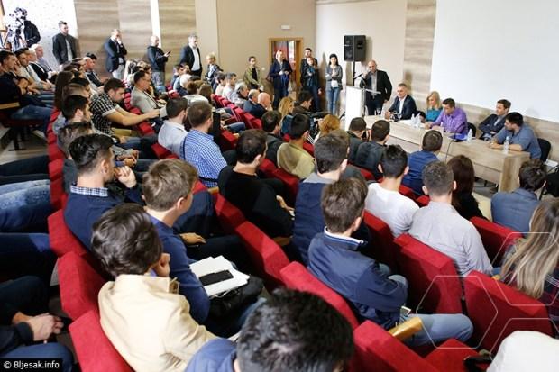treci-kanal-politoloski-forum