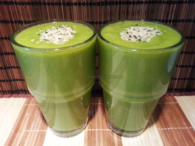 Vegan Fasten - Tag 2 - Grüne Smoothies mit Postelein, Hanfsamen, Stangensellerie, Grapefruit, Mango und Orange